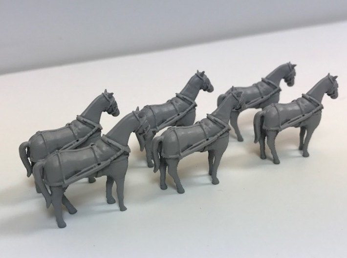 4 pack HO scale horses with harnesses 3d printed Example showing primed horses
