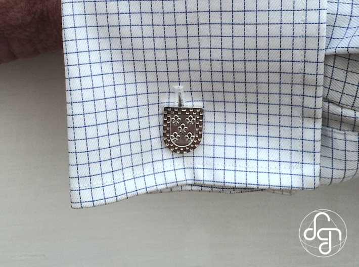 Heraldic Cufflinks (Arce) 3d printed Use (Front) [Polished Silver]