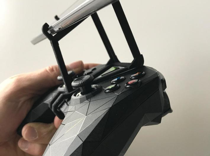 NVIDIA SHIELD 2017 controller & Nokia 5 - Over the 3d printed SHIELD 2017 - Over the top - side view