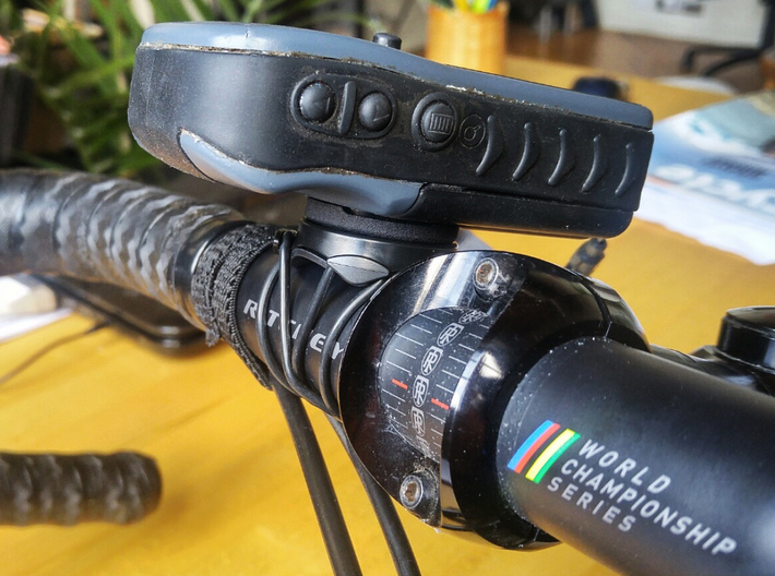 Garmin eTrex to quarter turn adapter 3d printed The eTrex mounted to an OEM Garmin bike mount