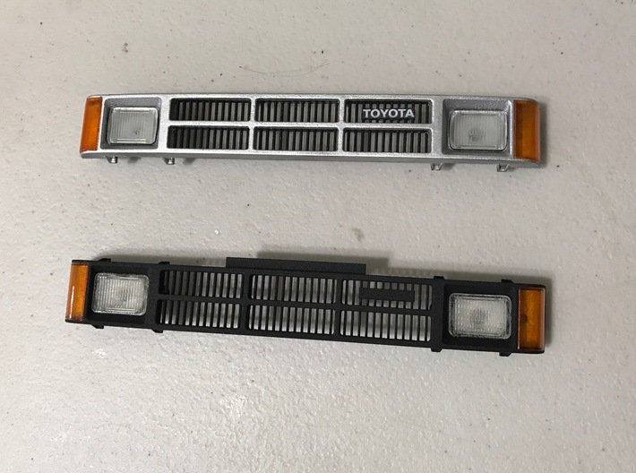 SR50008 SR5 Grill 1985-86 3d printed Grill can be left black or painted. Toyota sticker added from the Proline SR5 Body sticker sheet.