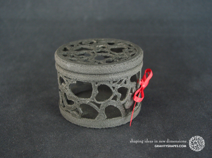 Gift Box No. 116 with Hearts (filigree, short) 3d printed The photo shows an own print (FDM print) made of black wood incl. decorative lacing.