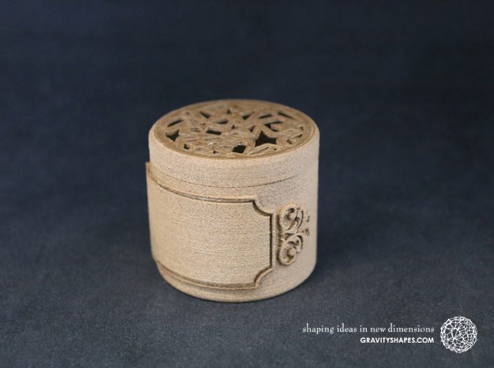 Gift Box small with Stars, Ornament & Label No. 3 3d printed The photo shows an own print (FDM print) made of brown wood.