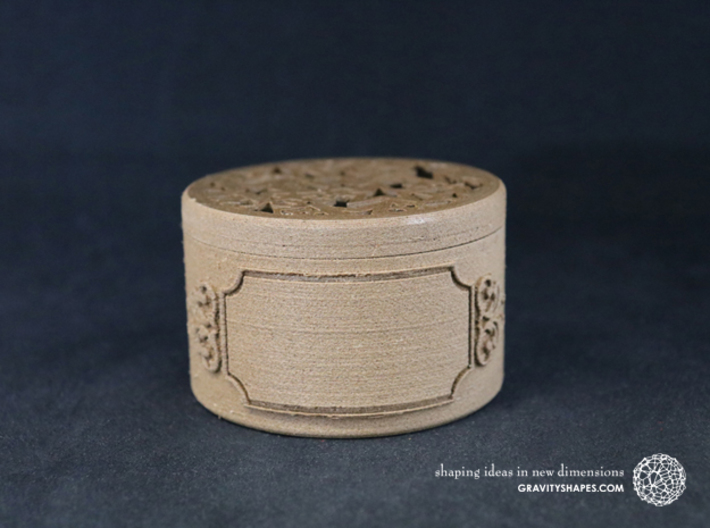 Gift Box big with Stars, Ornament & Label No. 3 F 3d printed The photo shows an own print (FDM print) made of brown wood.