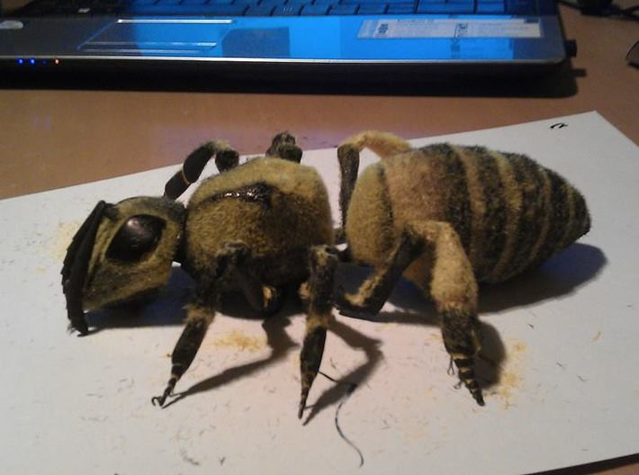 Articulated Honey bee 3d printed