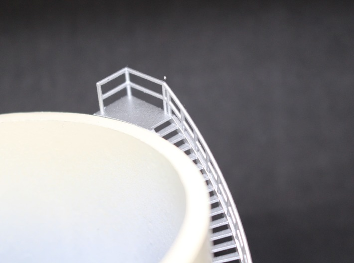 N Scale Oil Tank Stairs ø75mm H63 3d printed Painted stairs on pvc pipe