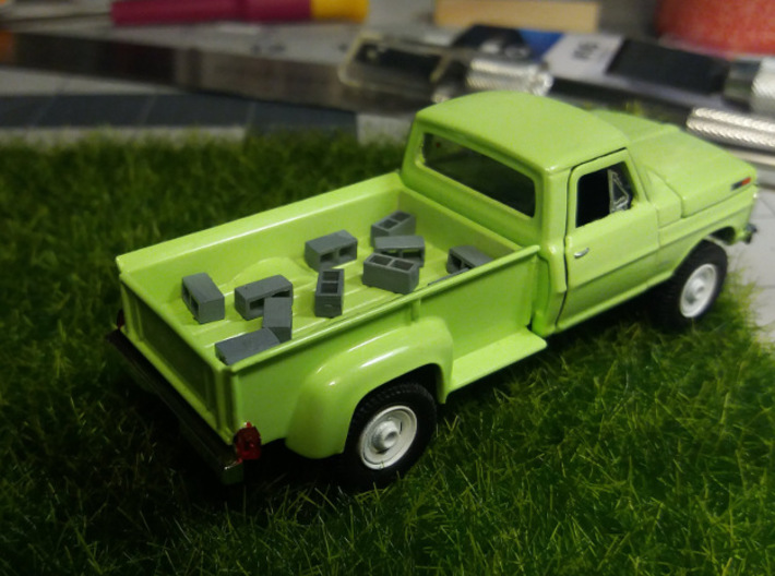 Cinder Blocks (x48) 3d printed Painted 1:64 cinder blocks in the back of a 1:64 truck