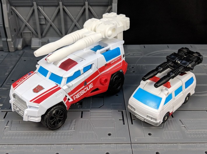 TF Combiner Wars First Aid Car Cannon 3d printed Compared to G1 accessory