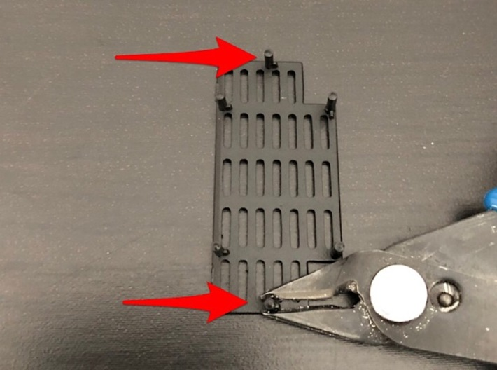 1:8 BTTF DeLorean Radiator 3d printed Remove those 2 pins in order to install the radiator part