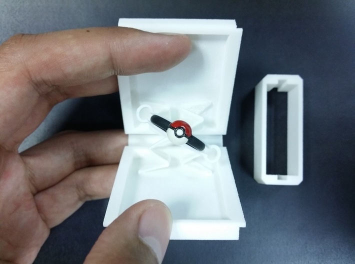 Ultra Slim Ring Box with Spinning Ring Feature 3d printed Ring will spin up to 45 degrees as the ring box is opened.