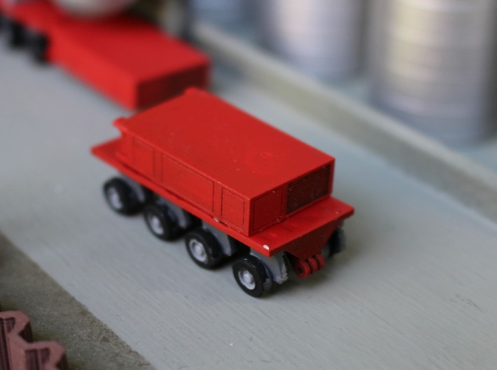 N Scale SPMT 2x4 + PPU 3d printed A single SPMT with 4 axles and the power pack in transport mode