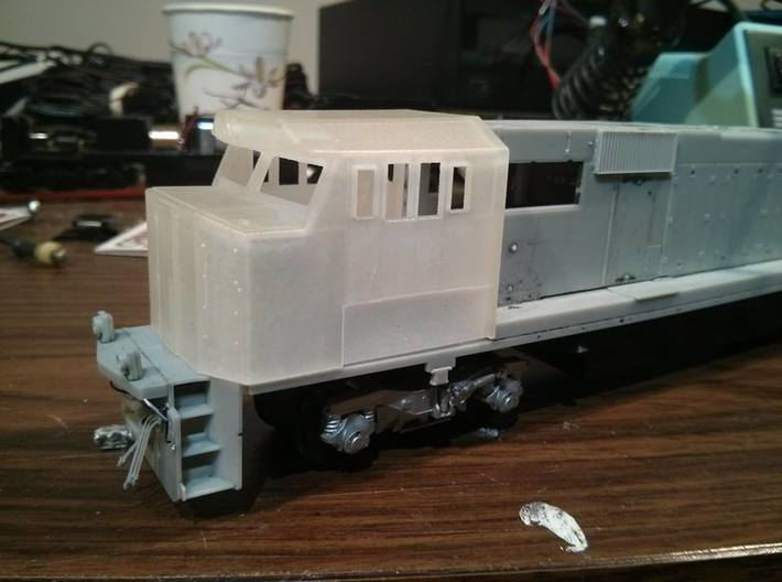 Crescent Cab - Athearn Genesis Conversion 3d printed Cab without side panels on an Athearn Genesis SD60M