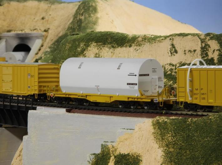 HO 1/87 NASA space shuttle SRB flatcar cover 3d printed Another shot of Len's models.