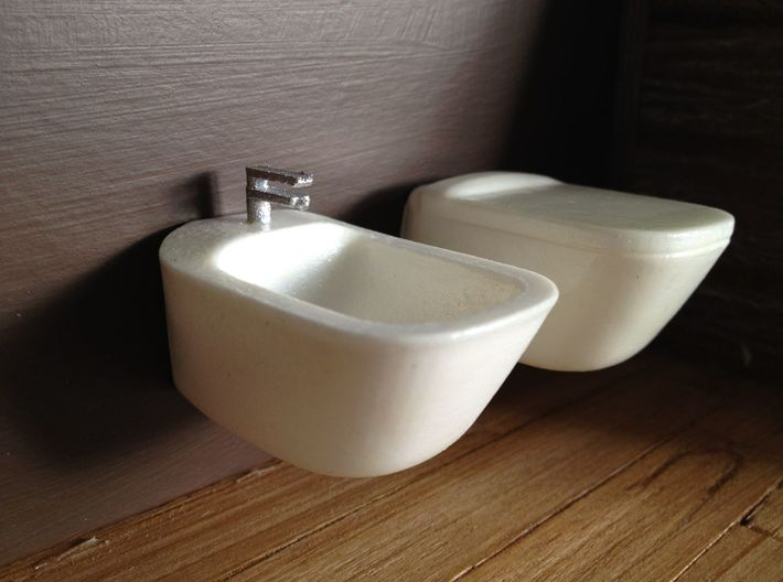 1:12 Toilet with lid, wall-hung 3d printed in combiation with bidet