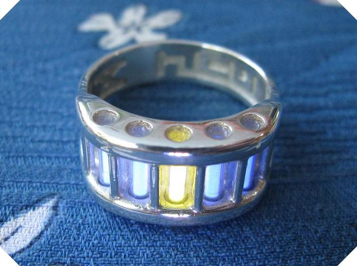 US9 Ring X: Tritium 3d printed In this picture the phosphorus coating on the tritium vial being energised by UV light.