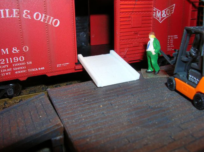 Pack Dock Plates HO 1/87 scale 3d printed The Boss checks out the dock plate. One of the narrow plates in a 6' boxcar door.