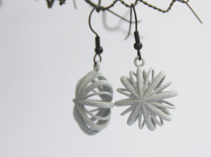 Flower Array earrings 3d printed An elegant and simple detail that shows your personality.