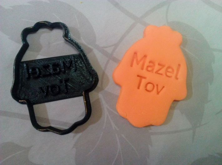 Mazel Tov Hamsa - Cookie cutter 3d printed Sugar paste made with the cookie cutter