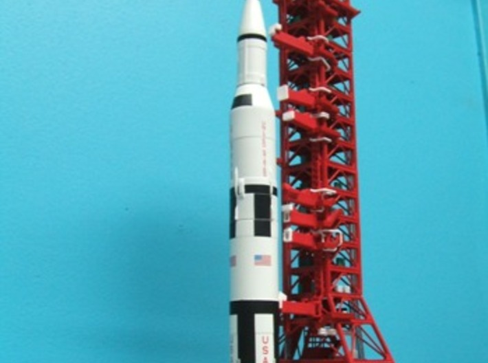 1/400 NASA LUT Crane (Launch Umbilical Tower) 3d printed LUT with MLP/Crawler & Saturn V.