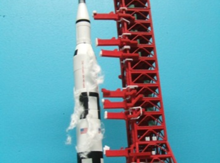 1/400 NASA LUT levels 3-7 (Launch Umbilical Tower) 3d printed CanDo Saturn V, ready to launch. My thanks to Alain Plante for his photos.