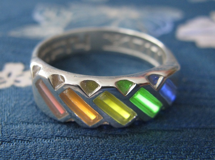 US10 Ring XVII: Tritium 3d printed In this picture the phosphorus coating on the tritium vial is being energised by UV light.