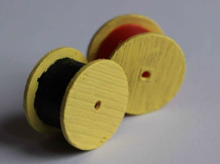 N Scale Cable Reel (Full) 3d printed Left: White Strong Flexible, right: Frosted Ultra Detail