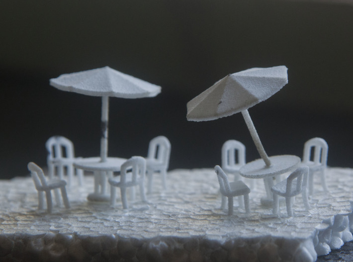 Sidewalk Cafe Set x4, HO Scale (1:87) 3d printed Two sidewalk cafe sets after sprue removal