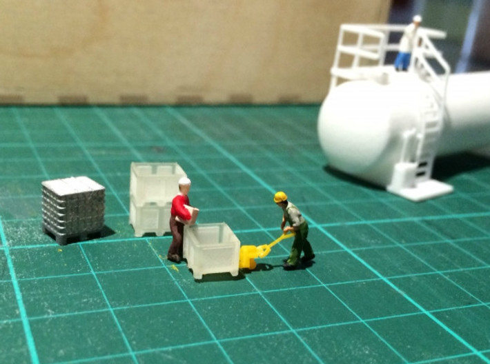 N Scale Palletbox (4pc) 3d printed The tiny people testing the boxes...