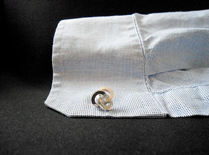 Trefoil Cufflinks 3d printed Use (Front) [Polished Silver]