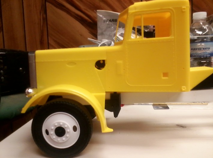 1:16 Bud 2 Hole Truck & Trailer 3d printed